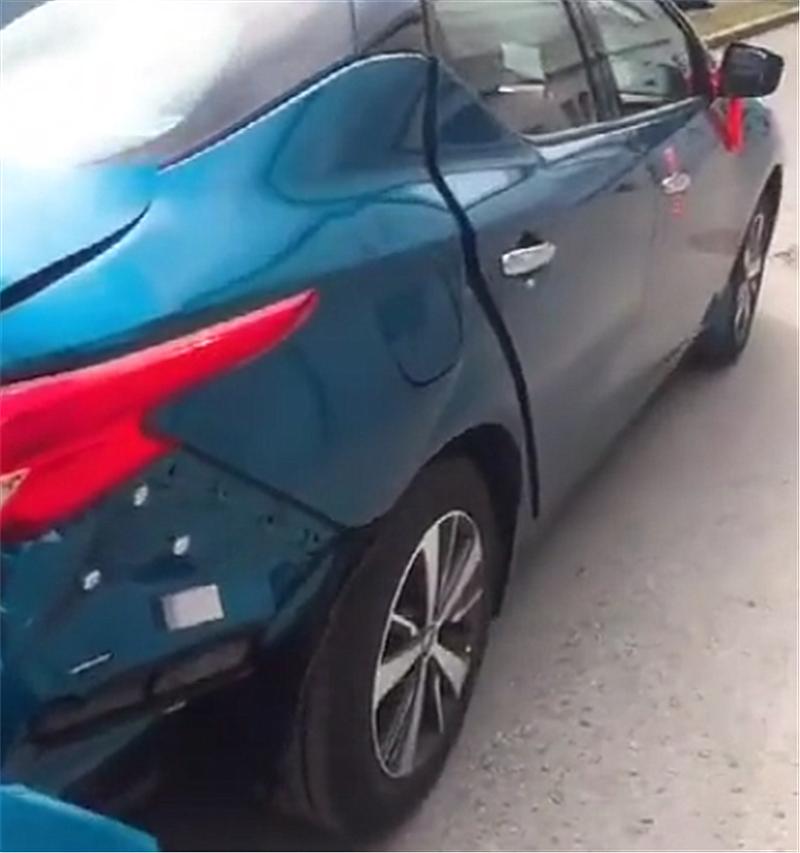8万日产蓝鸟遭追尾,看到车损的那一刻,才知日系车铁皮有多薄!