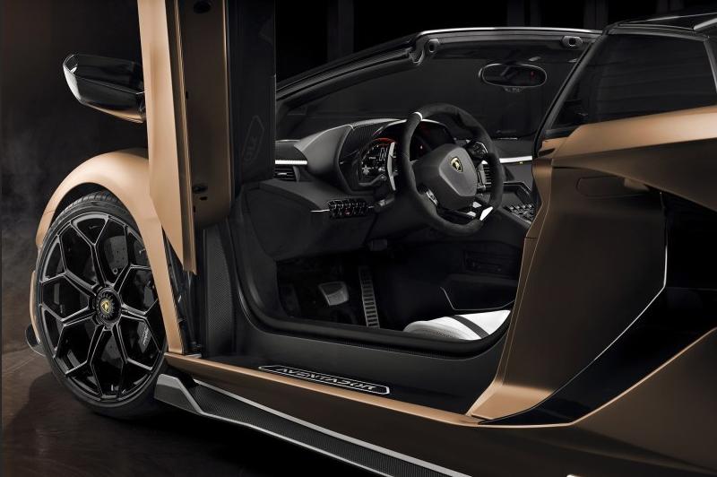 最完美的超跑之兰博基尼Aventador SVJ敞篷版太逆天了吧?