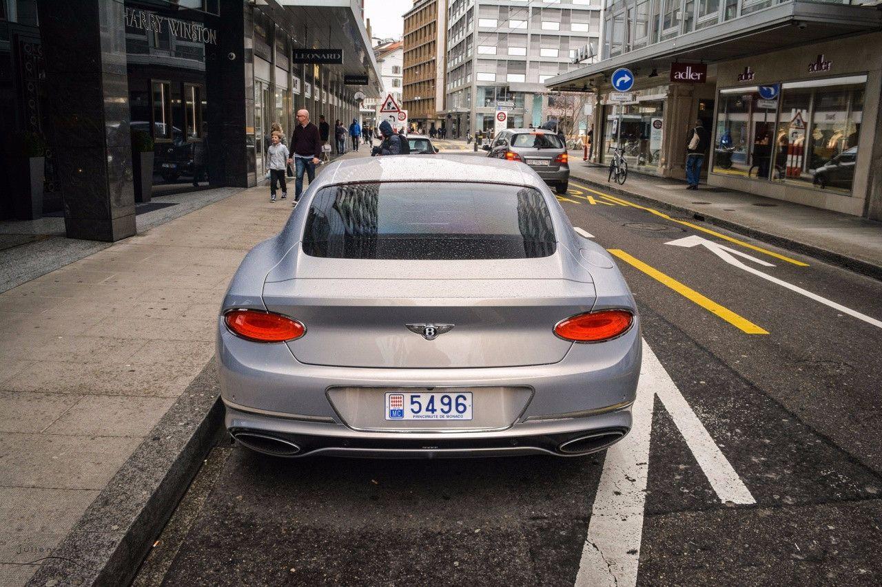 385万欧陆GT,车内牛皮用了9张,缝线用了2.8公里