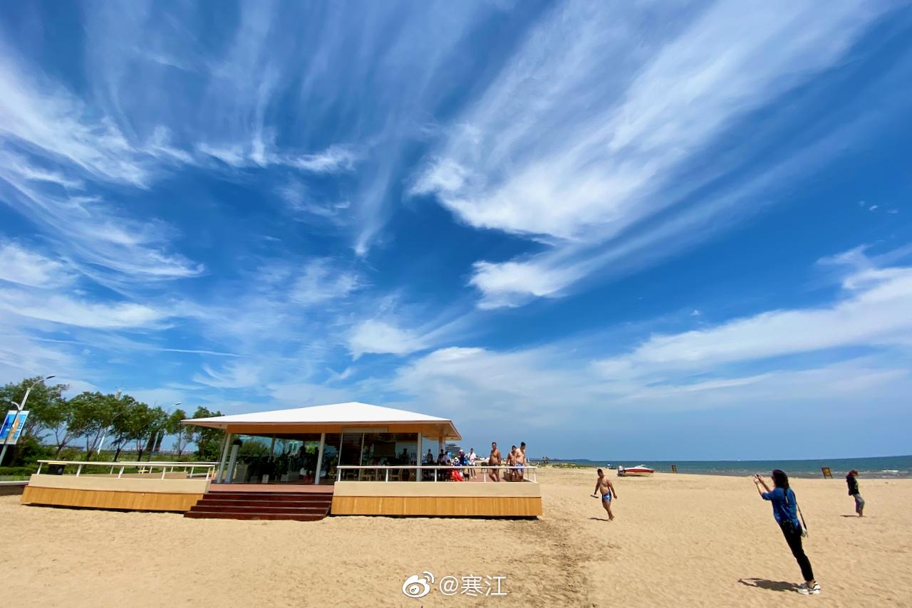 北戴河新区的海边,有一座孤独的咖啡馆,空调屋、冰咖啡