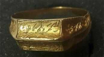 工人挖出一枚金戒指,专家:国宝级别的,博物馆却不敢收