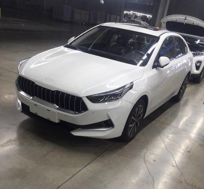 2019款起亚k3多种颜色实车现身,颜值提升运动感不输现代菲斯塔