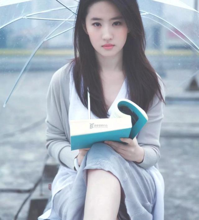 """难怪刘亦菲是""""神仙姐姐"""",看她16岁的照片,网友:明白啦"""