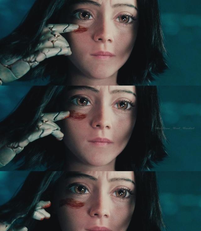 星女郎徐娇cos阿丽塔眼睛变超大,表情故意装凶悍却引得粉丝想笑图片