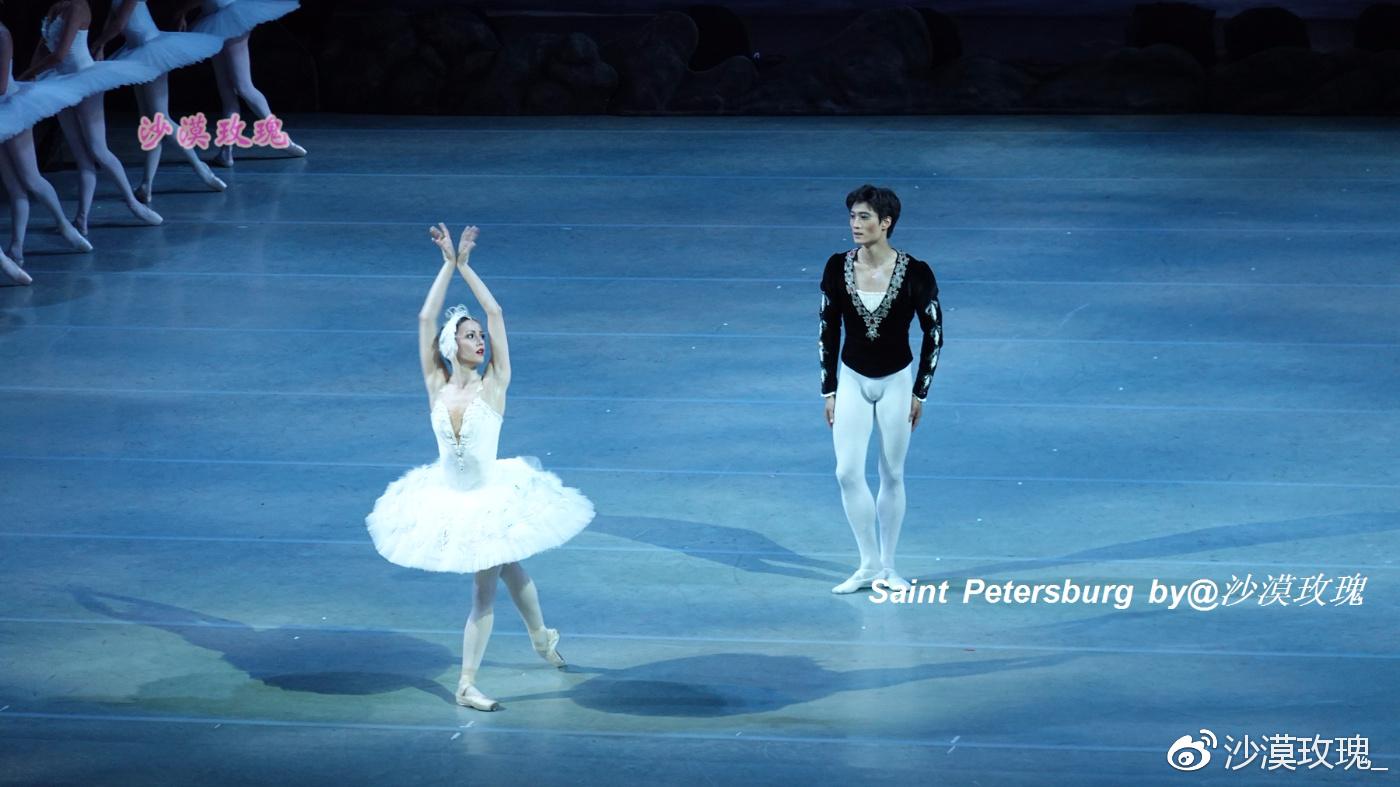 磨破500双鞋才成真天鹅 芭蕾为何是俄罗斯的国宝