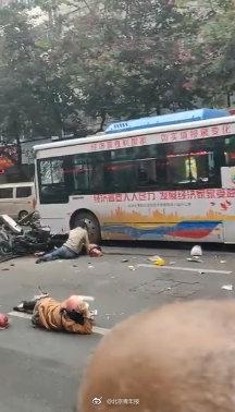 原标题:福建一公交车被劫持?警方:嫌疑人已被控制