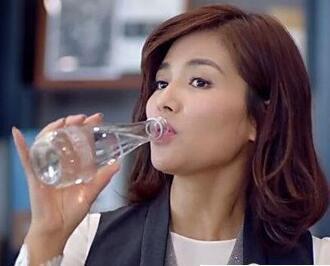 《欢乐颂》安迪喝的水到底贵在哪