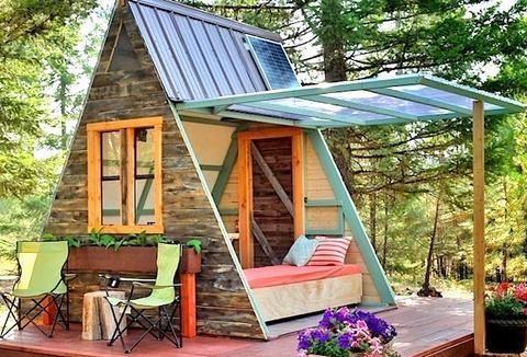 自建8平米三角形房子,住在森林里,厨房阳台都不缺,世外桃源!图片