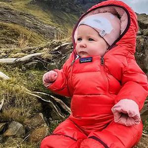 """5个月大女婴""""爬""""13座山"""