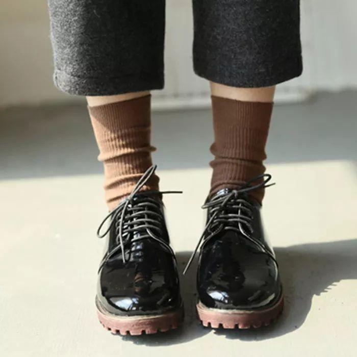 你会穿鞋子,但不一定会穿袜子