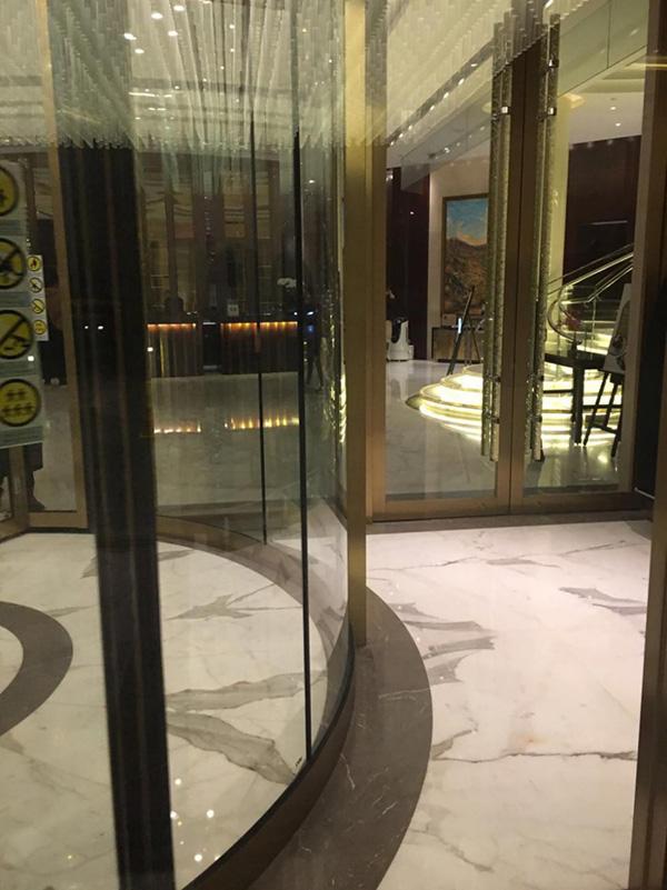 泛太平洋酒店遭索赔四千元:客人撞旋转门致眼部缝针