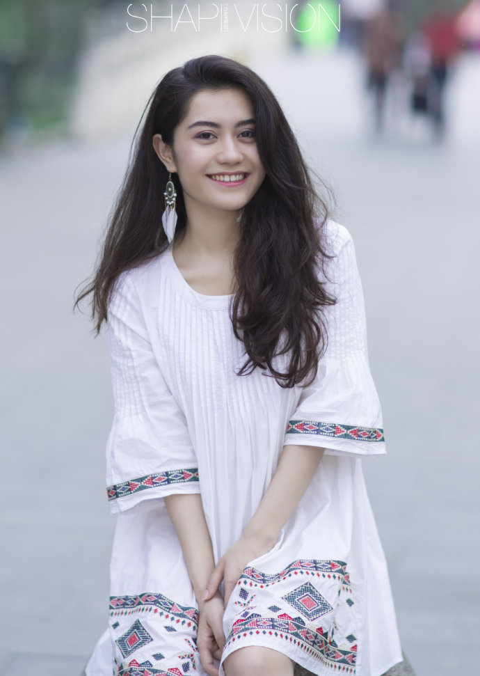 新疆姑娘笑的辣么甜