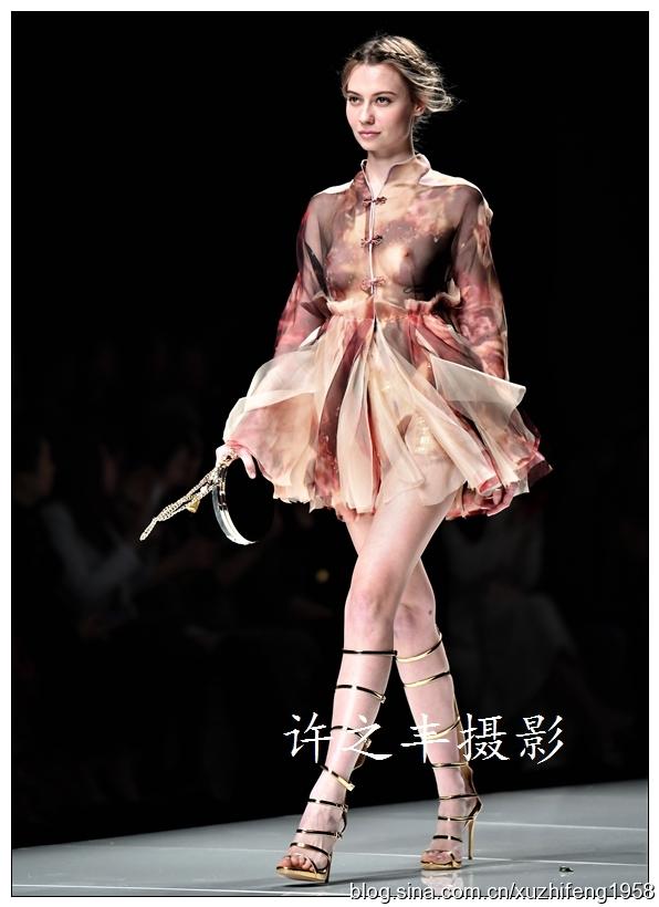 时装周秀出春夏时尚新潮流