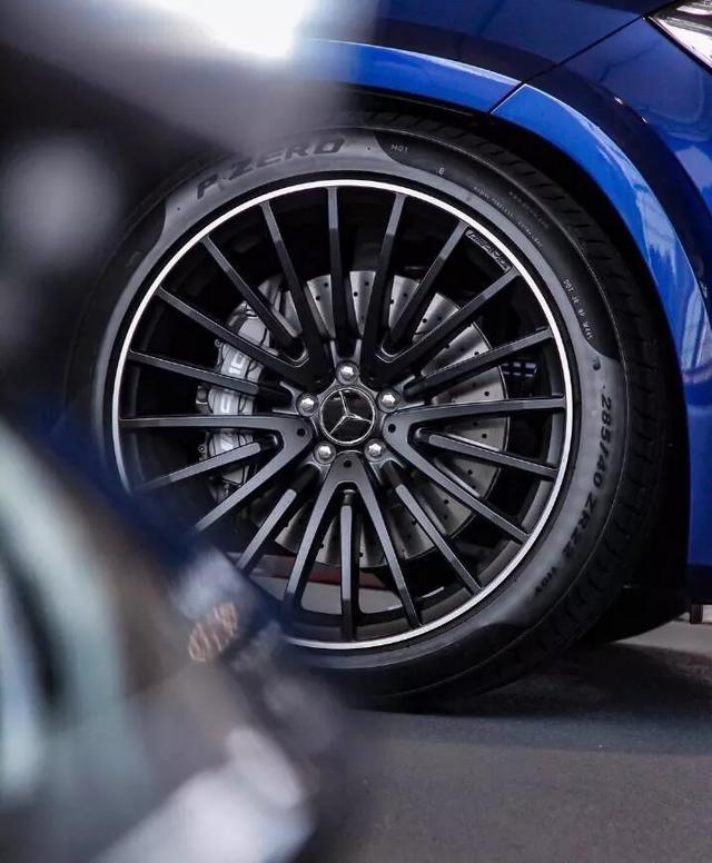 实拍丨全新奔驰-AMG GLS 63,宝马X7即将到来,你会选谁?