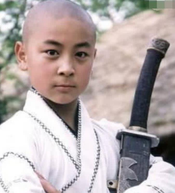 释小龙多年没拍戏,为何生活还能如此奢侈?你看看他是谁的儿子!