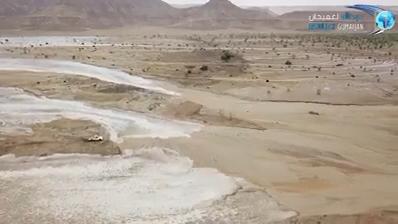 科技你认为这台卡车有足够的时间逃离洪水吗? 