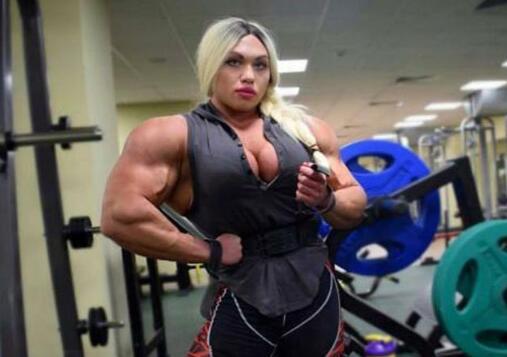 世界最强壮的女人,1米7身高却重达200斤,连胸肌也与别人不一样