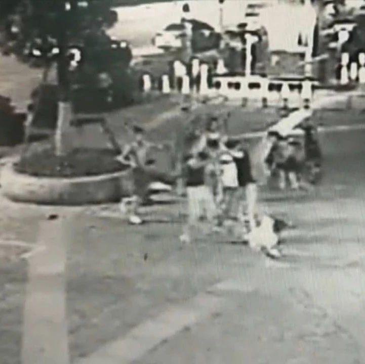 广西南宁:搭讪女子引发口角 10男子聚众斗殴被判刑