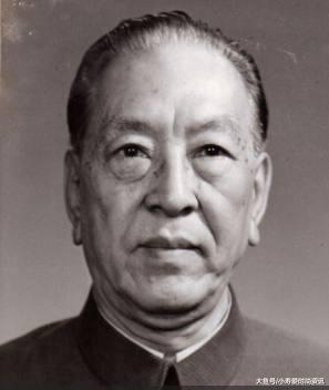 我国第一位没有军衔的国防部长, 被称当代赵子龙, 如今子女更牛