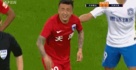 德比频现大飞铲!杨旭报复踢人逃红十多人大冲突