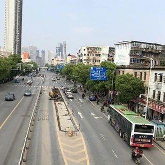 再见了!南昌首条BRT公交车专用道站台