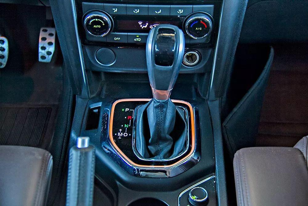 试驾BJ80:驾驶平顺性较高视野好配置出色但外观细节设计需优化
