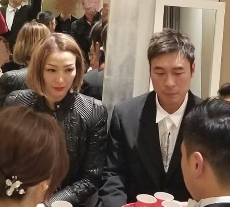 许志安夫妇罕见同框参加婚礼,郑秀文首谈婚姻感受