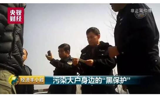 村干部扣押央视记者,村官变土皇帝
