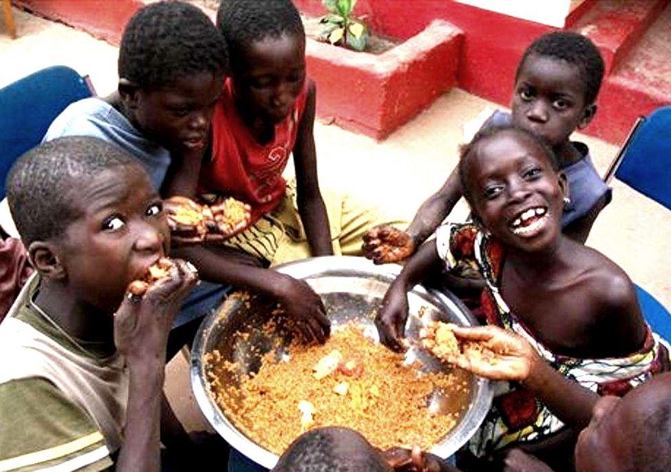 非洲人首次吃中餐,点了这玩意,上桌直接抓狂,最后动作图片