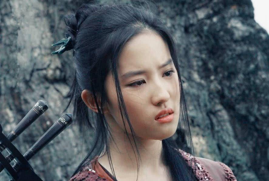 刘亦菲不是班花,颜值在大学竟排不上号?看了毕业照才知道!