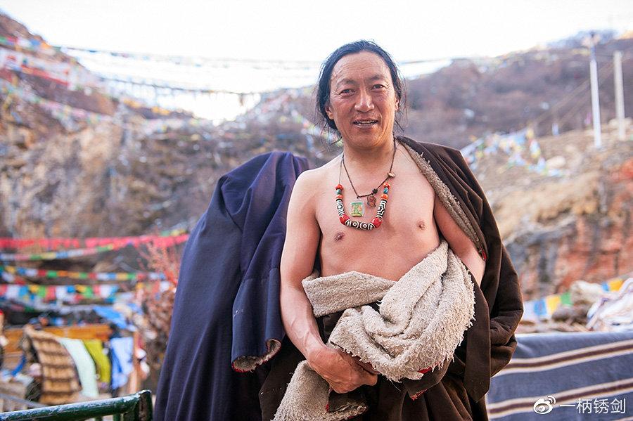 海拔4600米的世界第一热泉,当地人扎堆,外来游客却不敢泡