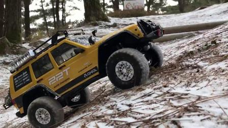 视频:雪地行走 Axial SCX10 II 2000 Jeep Cherokee