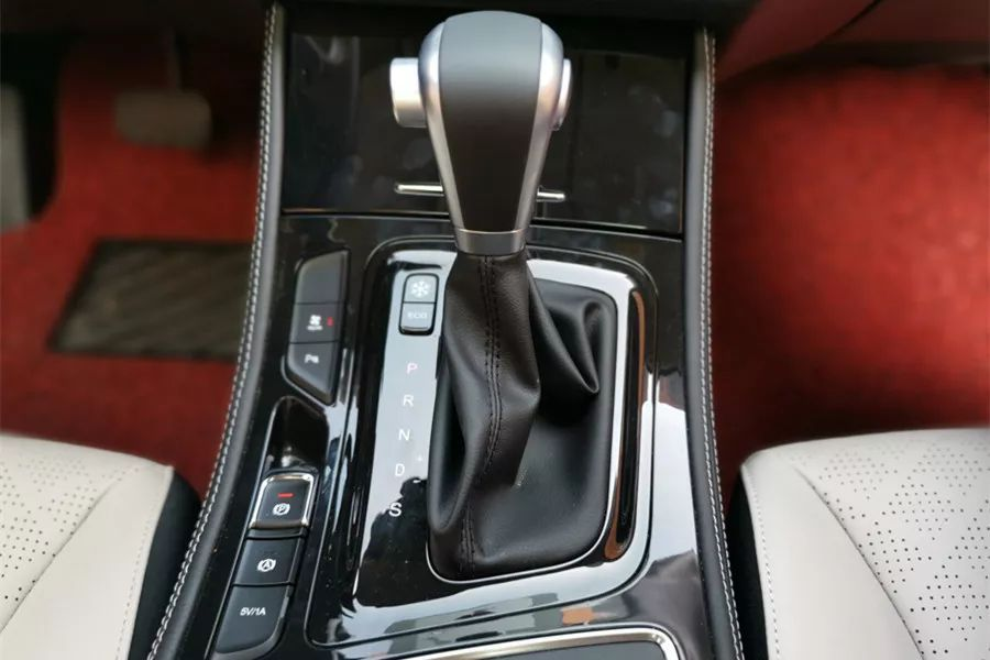 月销近万台的10万级家用MPV如何?试驾2019款宝骏730 CVT版