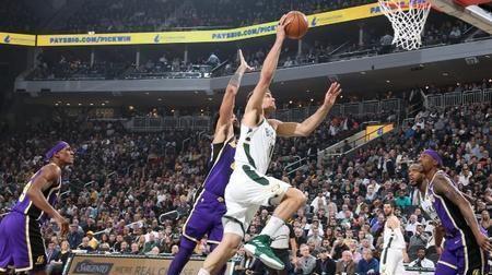 超远三分!洛佩斯对湖人28分9篮板4盖帽集锦