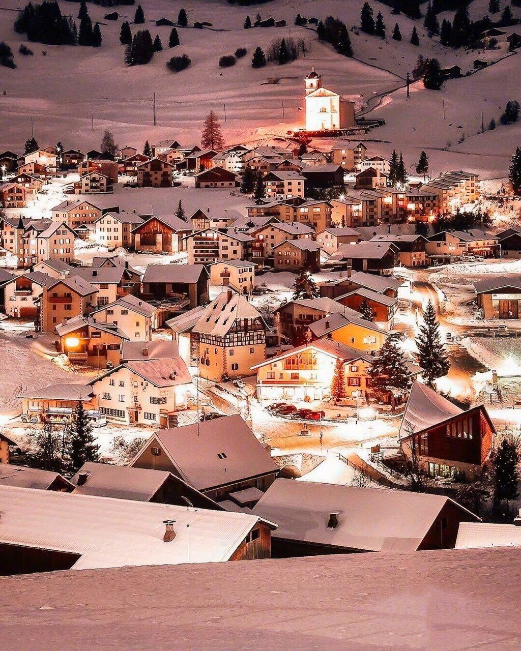 童话世界般的瑞士冬夜
