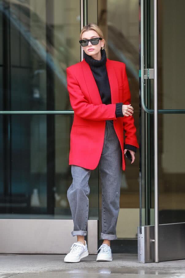 超模海莉·比伯纽约街头优雅拍照,她的气质让人着迷