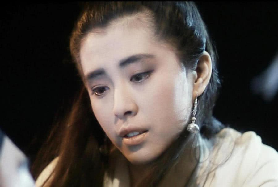 王祖贤吃火锅被偶遇,身材发胖坐姿驼背,网友:女神已经沦陷了