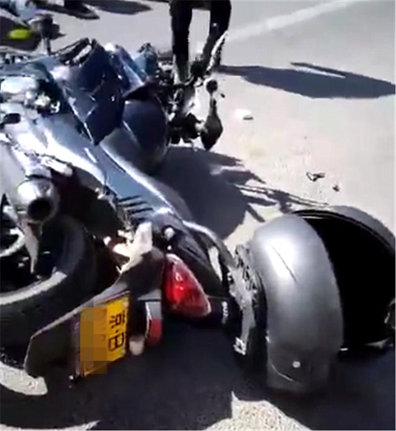 4万吉利与摩托发生车事故,看到对方车牌时,没想到牌比车还贵!