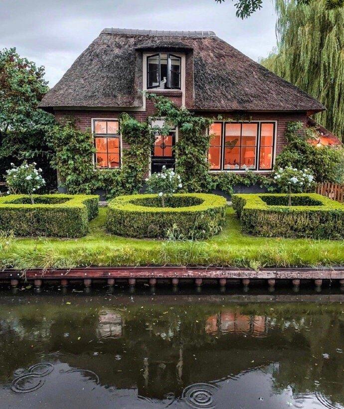 荷兰羊角村的悠然时光