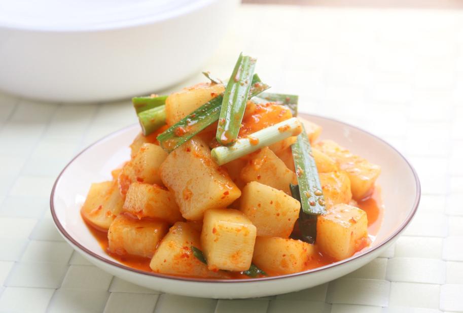 腌萝卜时,不要只会傻加盐,多加点这些调味料,酸甜微辣特别爽口