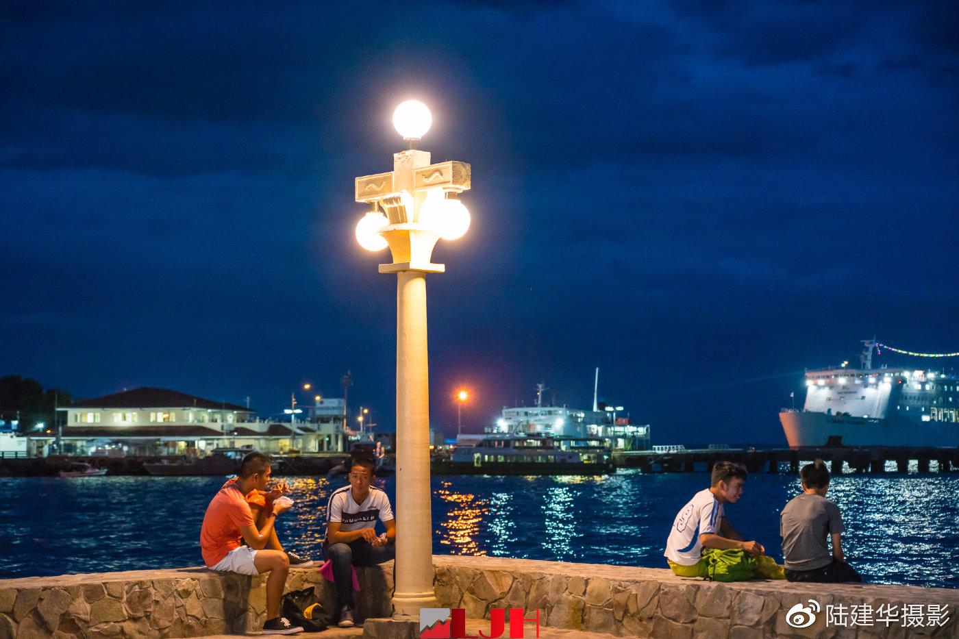菲律宾杜马盖地海滨大道 夜晚的氛围让人迷离