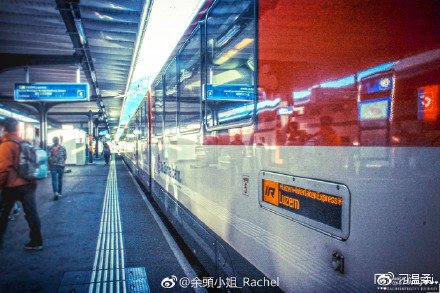 去瑞士旅行 乘坐金色山口列车