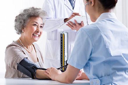 老年人高血压降压要格外注意
