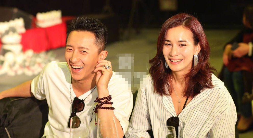 韩庚卢靖姗现身机场,两人笑容甜蜜感情稳定,韩庚却老了不少!