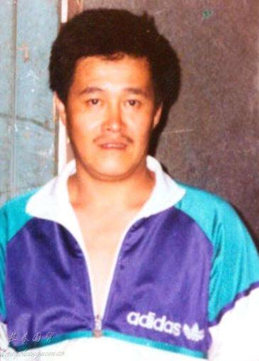 """61岁赵本山近照,和小8岁老婆同框像""""父女"""",21岁儿子帅气像他"""