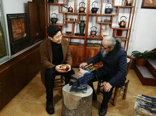 薪火相传 央视《记住乡愁》讲述赵秀林祖孙专注铜雕的心路历程
