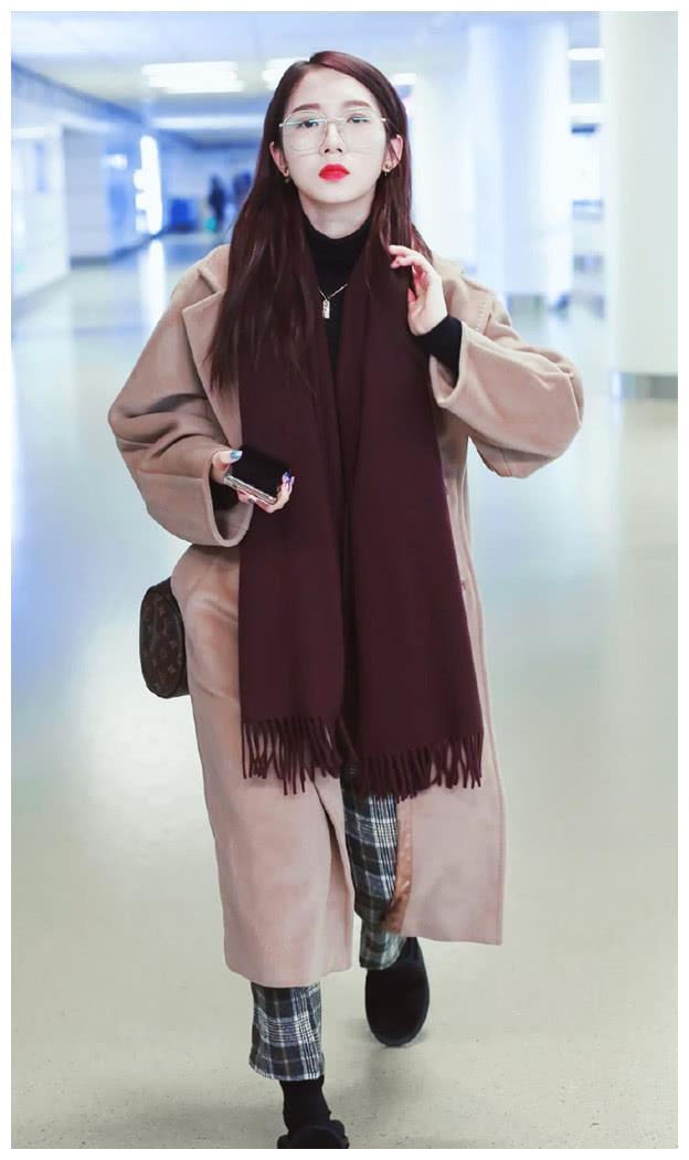 """孟美岐去阿拉伯旅行了?""""围巾""""往头上戴,还真是稀奇"""