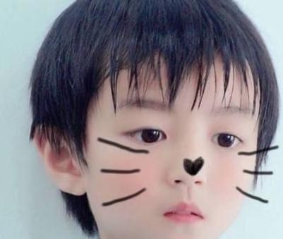 明星童年照,热巴从小美到大,王俊凯从小帅到大,而她让大家..