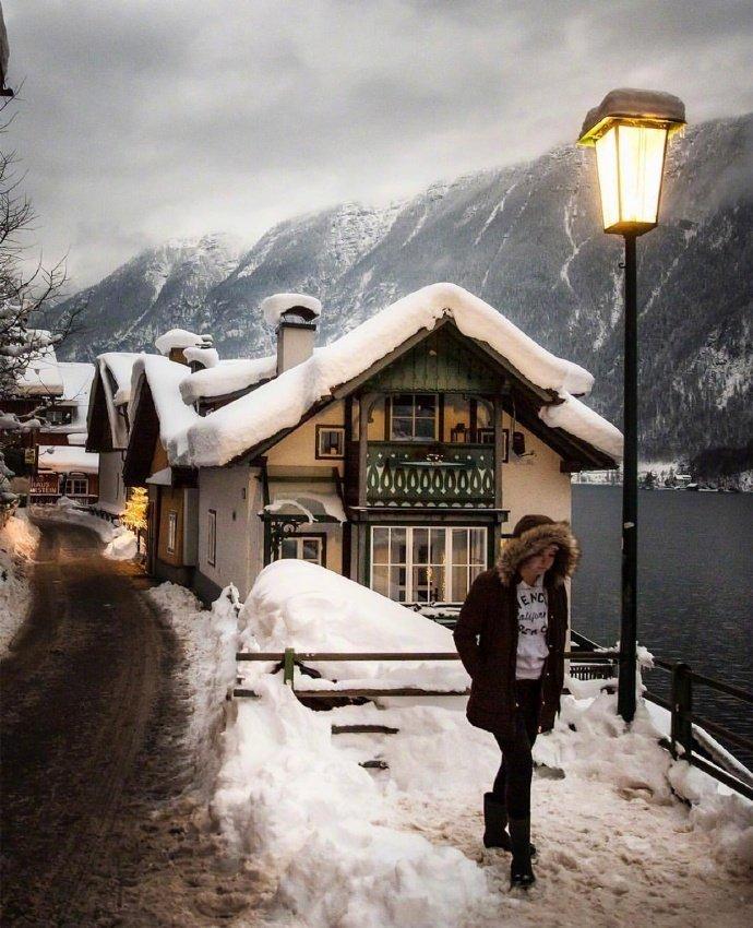 奥地利小镇Hallstatt的冬日景色