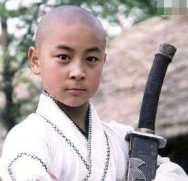 释小龙多年没拍戏,为何生活还能如此奢侈?你看看他是谁的儿子
